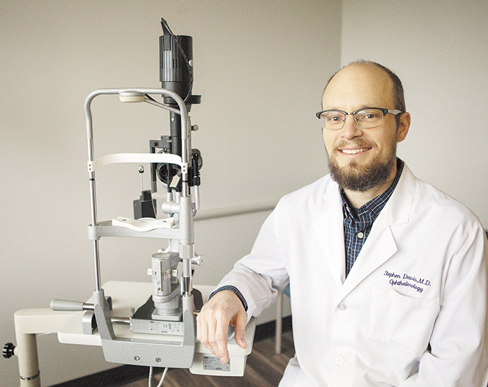 Stephen J. Davis Specializes in Sight-Saving Retina Procedures